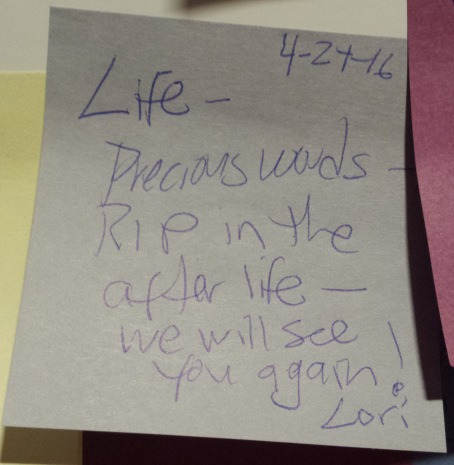 Post-it: Life - precious words.
